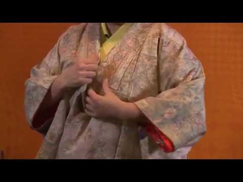 Вопрос: Как надеть кимоно?