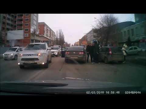 В Саратове дорожная авария закончилась применением биты и травмата