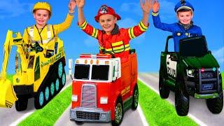 Çocuklar itfaiye aracı ile oynuyor, ekskavatör, polis oyuncak - Kids play with Fire Truck Toys