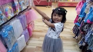 Membeli baju Frozen elsa anna | bermain dandan-dandanan