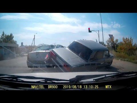 Dashcam Captures Two Cars Harshly Colliding || ViralHog