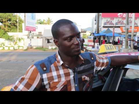 How does Nikiwe Bikitsha get around Accra?