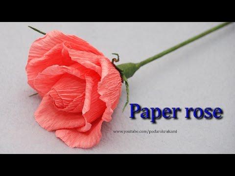 Роза из гофрированной бумаги с конфетой своими руками бутон