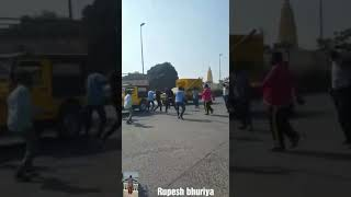 INDIA MP INDORE NAGAR NIGAM WORKER FIGHT IN PUBLIC