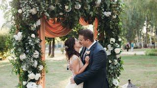Stylish greeny wedding | Стильная свадьба в парке с аркой из живой зелени
