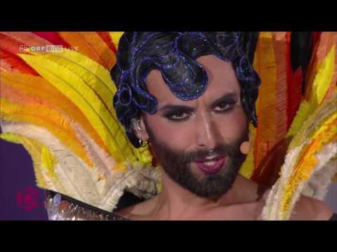 """Conchita singt """"Kann denn Liebe Sünde sein"""" am Lifeball"""