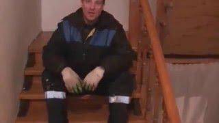 Редкое решение лестницы=СВЕТЛЫЕ деревянные ступени на ТЕМНЫХ( открытых) тетивах из швелера(Мой видеодневник о строительстве , строительных материалах и технологиях( более 350 роликов)http://www.youtube.com/channel..., 2015-12-30T20:16:08.000Z)