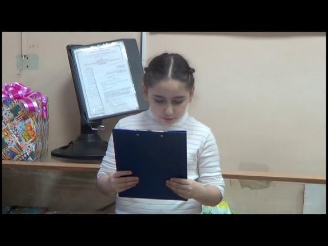 Изображение предпросмотра прочтения – СараГабриэлян читает произведение «Как дьякона мёдом угощали» (Русский фольклор )