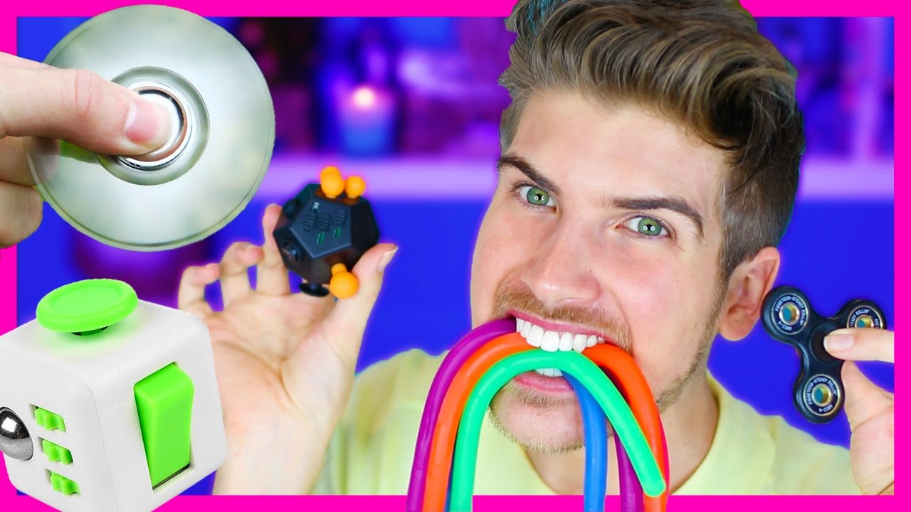 PLAYING WITH FIDGET TOYS!