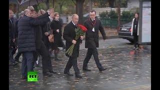 Vladímir Putin deposita flores en el monumento a la Fuerza Expedicionaria rusa en París
