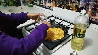 Жареный горох, очень вкусно получается (вместо семечек перед теликом)