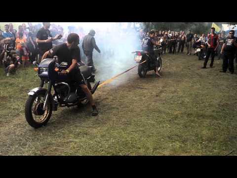 ИЖ Планета 5 против Honda - Залiзна мандрiвка 2013(г. Дубно, Украина) - Видео онлайн