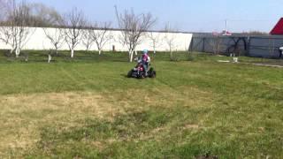 ЭЛЕКТРОКВАДРОЦИКЛ детский MYTOY 800Z(21000 рубликов. Куплено на http://mytoy.ru/ - есть небольшой люфт в рулевой. На вождение не влияет. - на видео ребенку..., 2014-04-21T08:49:44.000Z)