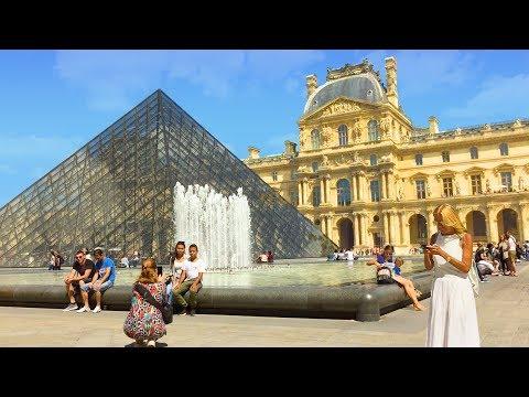 The Louvre - Walking in Paris