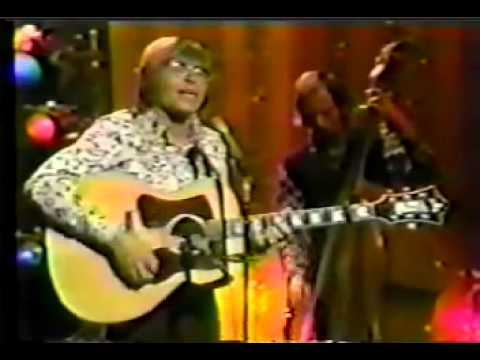 John Denver sings Rocky Mountain High on The Tonight Show, 1972