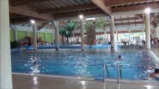 Aquapark fala w Łodzi - zjeżdżalnie i baseny wewnętrzne (full HD)