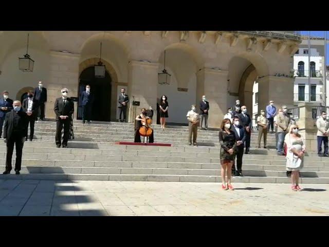 Minuto de silencio en Cáceres como cierre de los diez días de luto por el Covid-19