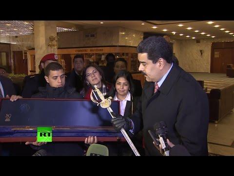 Смотреть Владимир Путин подарил Николасу Мадуро копию клинка Симона Боливара онлайн