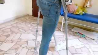 Repeat youtube video Przymiarka protezy nogi -proteza uda, pierwsze kroki bez barierek. Ortotyka Protezy Kończyn Dolnych