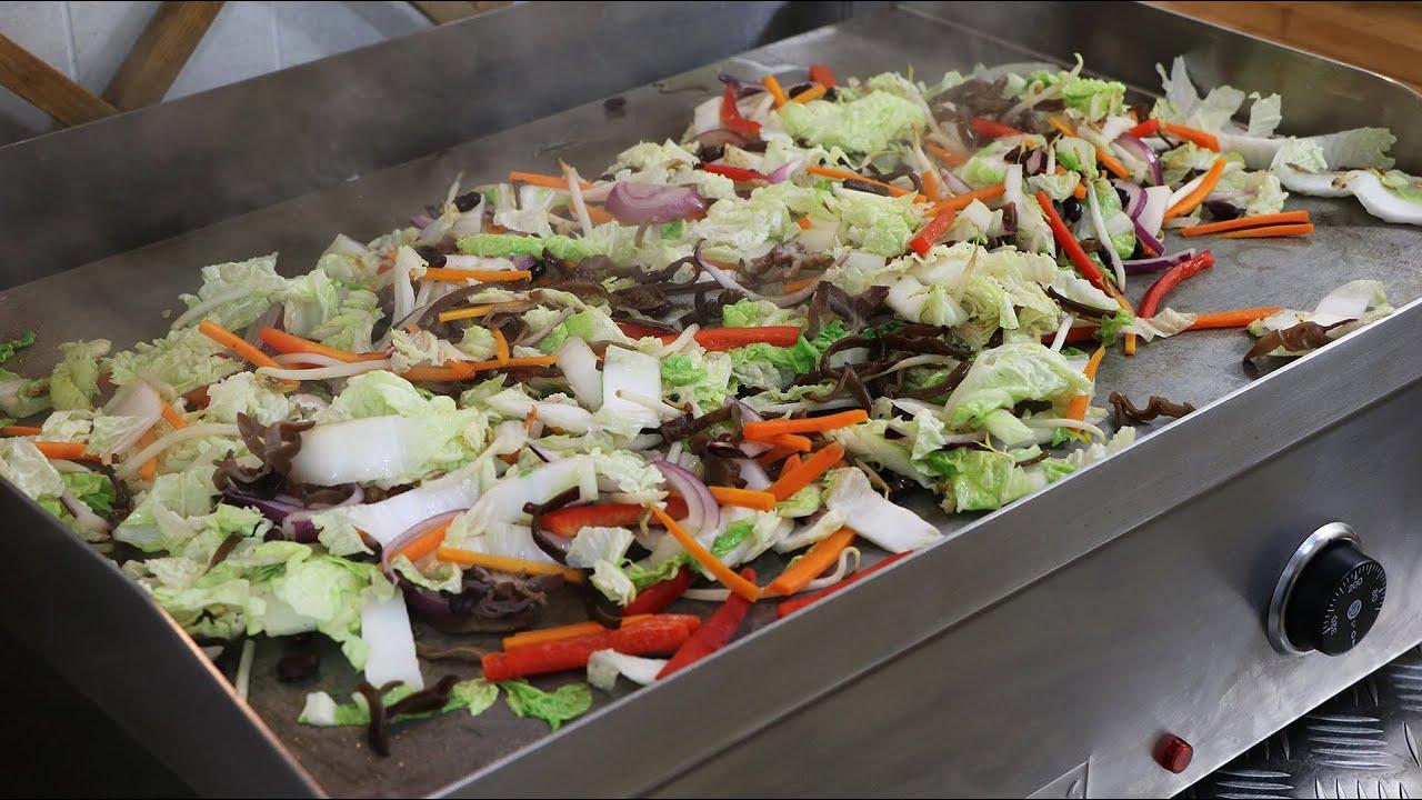 Plancha de chou chinois aux six l gumes youtube for Cuisine 0 la plancha