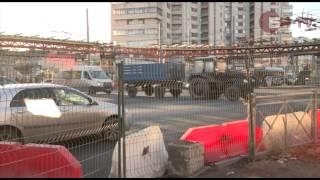 Пешеходов загоняют на эстакады(Петербург перешел на строительство надземных пешеходных эстакад -- оценить их новый «футуристический»..., 2013-12-04T16:06:08.000Z)