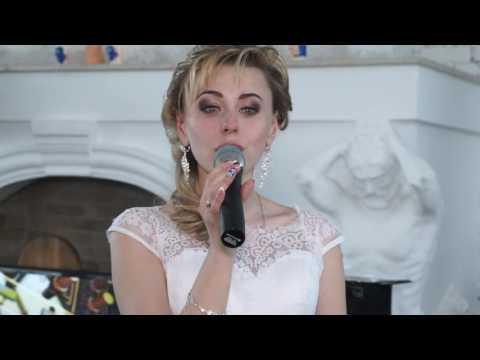 Невеста трогательно зацепила души всех, кто находился на свадьбе - Ржачные видео приколы