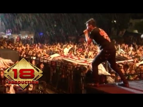 Five Minutes - Menunggumu   (Live Konser Sekayu Sumsel)