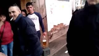 Город Канск, сотрудники при просьбе показать удостоверения вызывают наряд