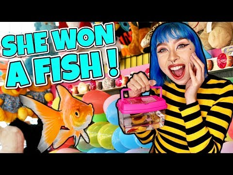 SHE WON A REAL PET FISH AT THE CARNIVAL GAMES!
