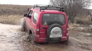 Сузуки джимни в болоте на 32 симекс 4х4 дороги нет(, 2013-04-28T18:43:34.000Z)