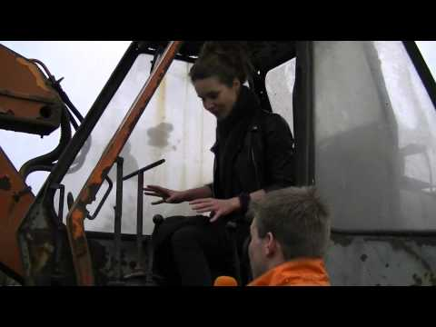 Lady destroys an Audi 100 with an old excavator
