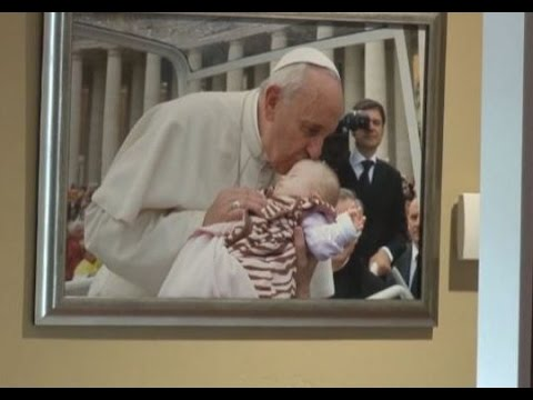 Pope held sick baby, what happened next is amazing