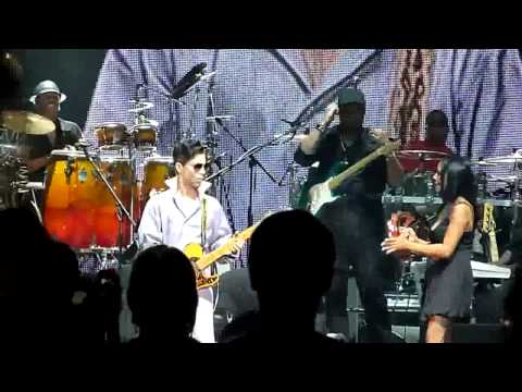 Stevie Wonder + Prince @ Paris Bercy - Superstition 01072010.avi