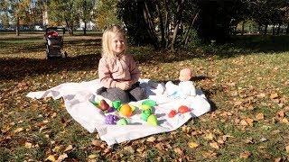 Катя на пикнике с куклой Беби бон Играем в куклы BABY BORN DOLL