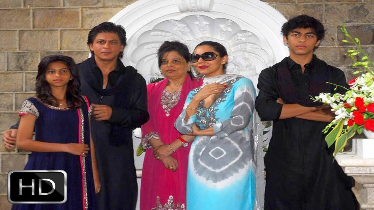 Shahrukh khan celebrates eid with his family at mannat for Bangla house photo