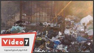 بالفيديو.. تلال القمامة تحاصر مسجد السلطان قايتباى