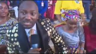 #Apostle Johnson Suleman (Prof) #Apostle Johnson Suleman Gives N1.5 Million To An Elderly Woman