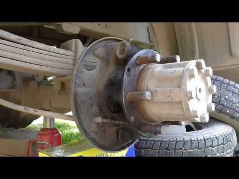 Как заменить задние тормозные колодки