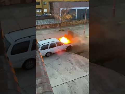 Arde un coche en el barrio de La Asunción