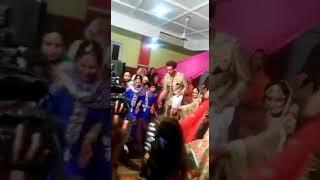 Stage per jadya over smart ban na achi baat nahi h