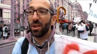 Les blouses blanches en colère défilent à Paris