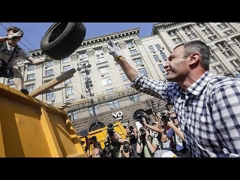 Ukraine: demonstrators resist dismantling of Maidan protest camp