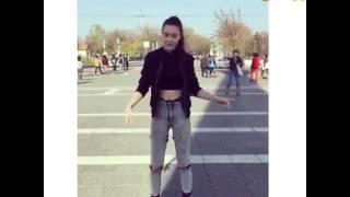 Девушка круто танцует// Какой стиль????? 😄😄😄😄