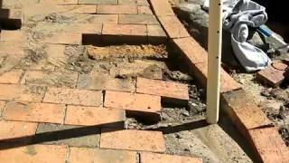 Как уложить тротуарную плитку(Ролик о том, как заменить и уложить тротуарную плитку., 2012-04-13T14:20:21.000Z)