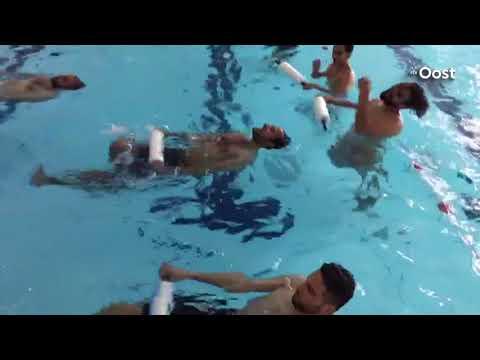 Asielzoekers Almelo krijgen voor het eerst zwemles