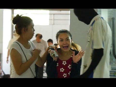 ฝรั่งแกล้งเป็นหุ่นผีหลอกคนไทย | Mannequin Morphsuit Prank 4K