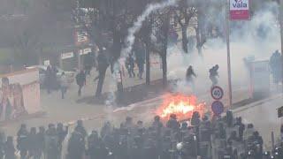 Molotovs & stones: Protesters set Kosovo govt HQ on fire over deal with Serbia