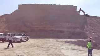 :biggest mountain new Suez Canal, excavators Balloader