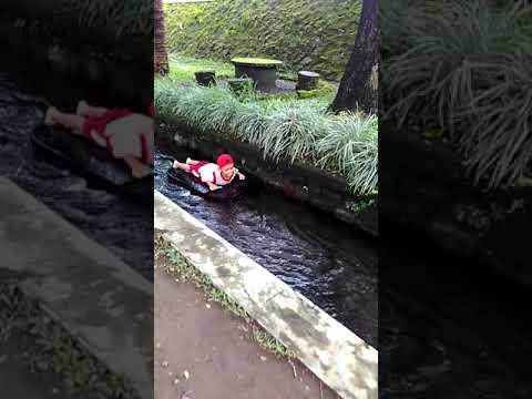 Rever Tubing Maen Di Sungai
