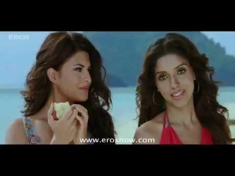 Asin & Jacqueline starving! - Housefull 2